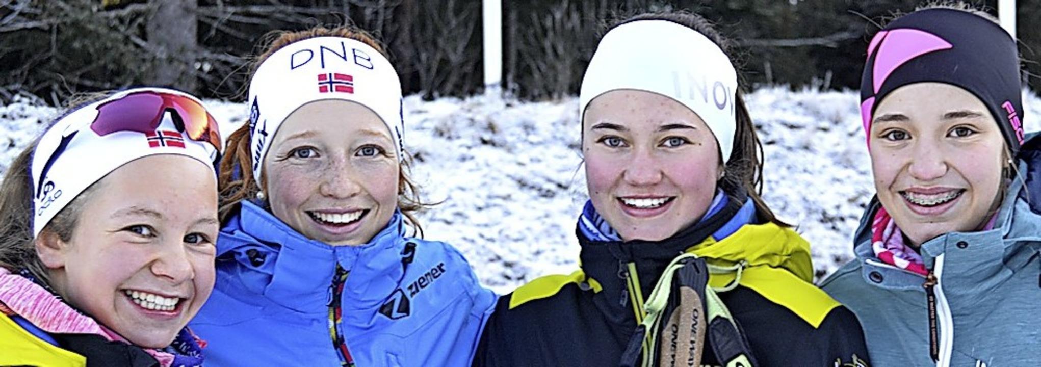 Stolze Siegerinnen: (von links)  Leoni...ka Straub vom Kreisgymnasium  Neustadt  | Foto: Helmut Junkel