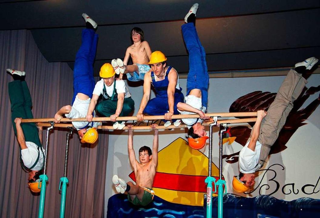 Akrobatik gehört zu jedem bunten Turnerabend in Lenzkirch.   | Foto: Eva Korinth