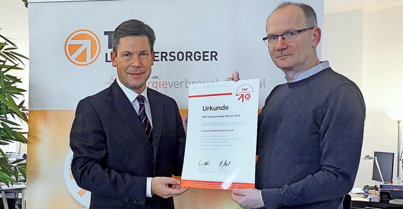 <BZ-FotoAnlauf>Stadtwerke Müllheim-Sta...rhält die Auszeichnung von Uwe Pöhls.   | Foto: Stadtwerke Müllheim-Staufen