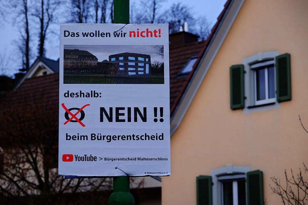 Auch die BI Malteserschloss plakatiert in Heitersheim.  | Foto: Martin Pfefferle