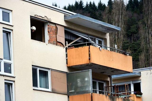 Mann bei Explosion in Mehrfamilienhaus in Ebnet verletzt
