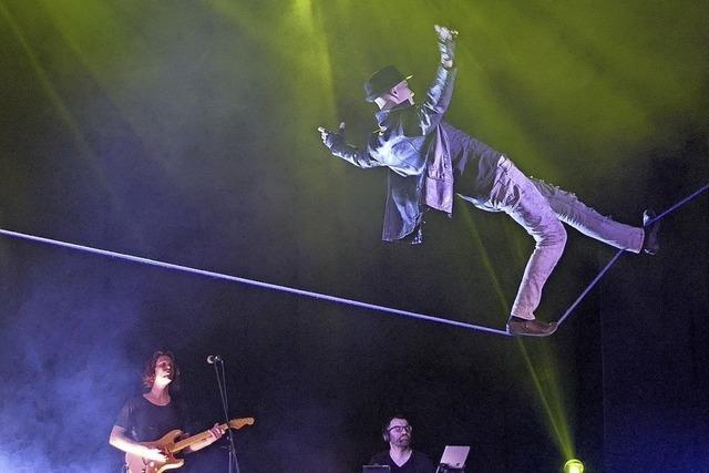 Rock the Circus bringt Livemusik und Akrobatik auf die Bühne des Parktheaters