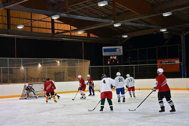 Behördeneislauf: Wenn zwei Städte gegeneinander Eishockey spielen