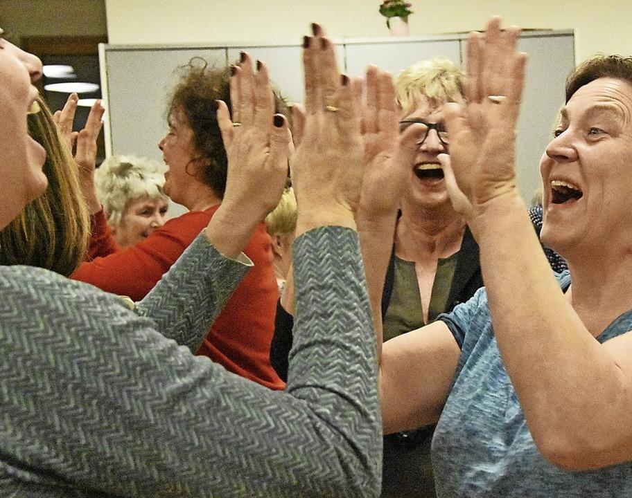 Lachen ist ansteckend und gesund. Das ... der Landfrauen in Heuweiler erfahren.  | Foto: Andrea Steinhart