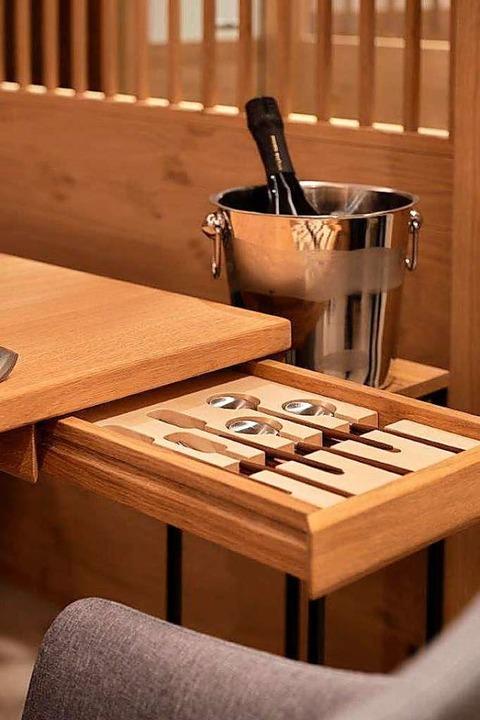 Ins Detail: An jedem Tisch befindet si...den Gast eine eigene Besteckschublade.  | Foto: Mühle Schluchsee