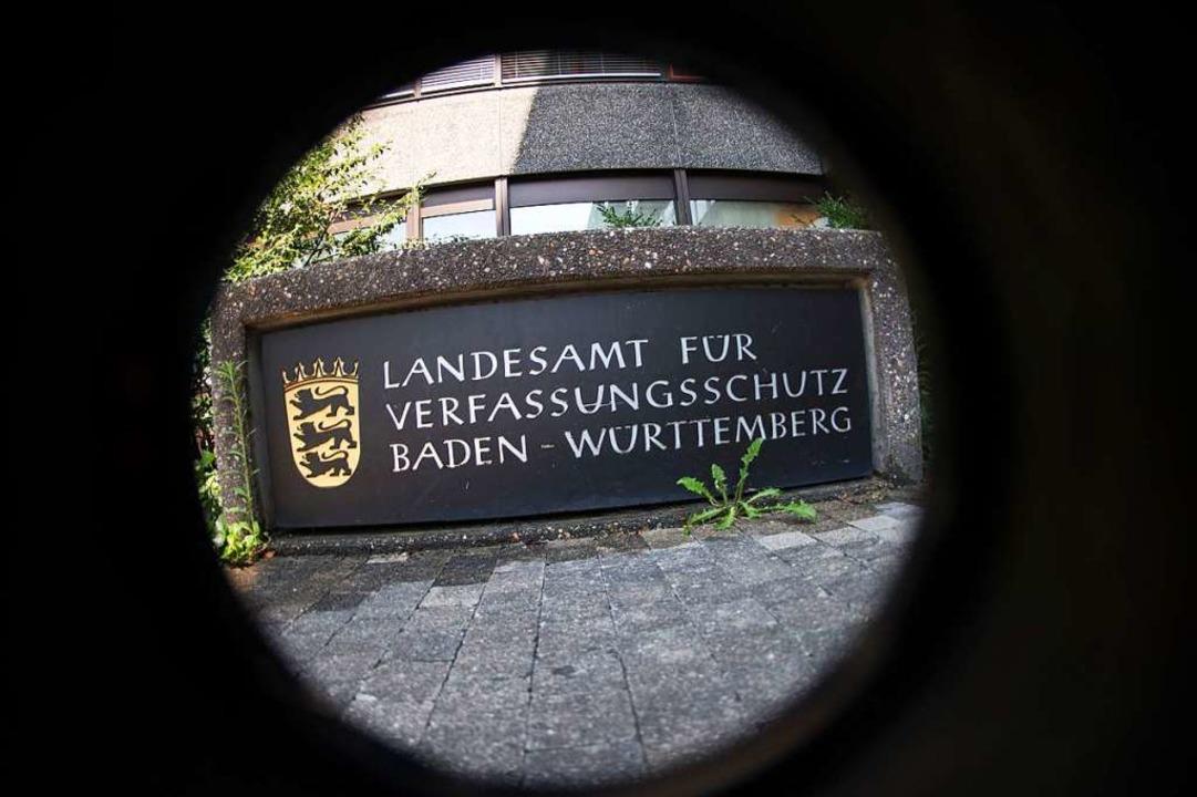 In Freiburg werden nun vier Moscheever...r Verfassungsschutz  (LfV) beobachtet.  | Foto: Marijan Murat (dpa)