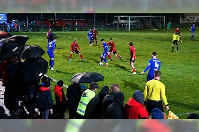 Bahlinger SC und U23 des SC-Freiburg spielen in Friesenheim zugunsten von Mirko Dieterle