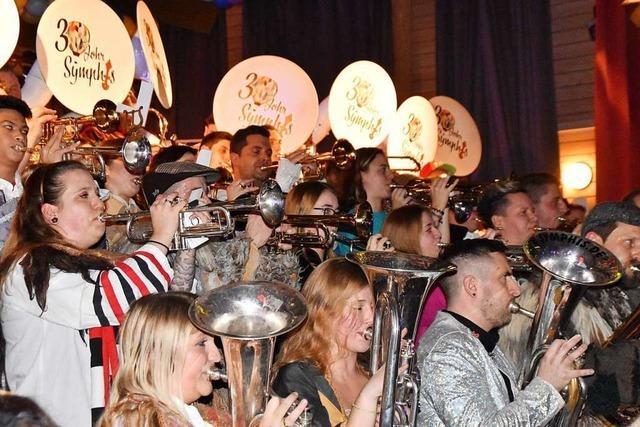 Inzlinger Schlösslisymphoniker feiern mit 2000 Gästen Geburtstag