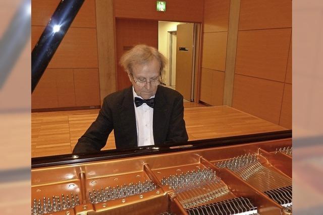 Pianist spielt im Denzlinger Kultur- und Bürgerhaus