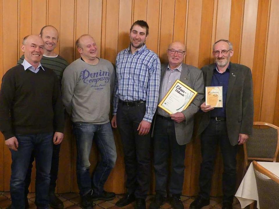 Der neue Vorstand des BLHV Winden mit ...tz, Karl Fischer und Friedhelm Fakler.  | Foto: Andrea Kurz