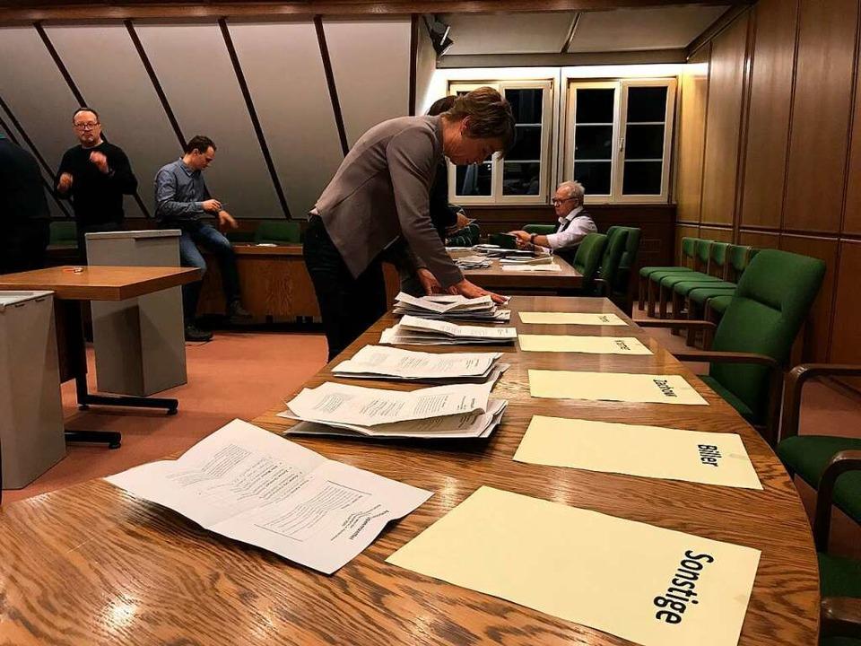 Die Auszählung der Bürgermeisterwahl in Heitersheim.    Foto: Bernhard Amelung