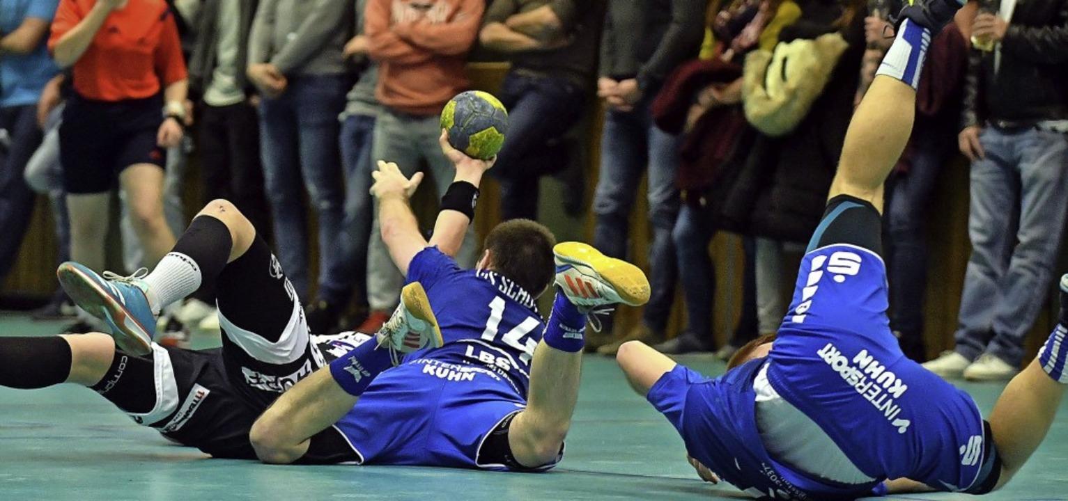 Kampf und Einsatz spielten eine Rolle im Derby.   | Foto: Wolfgang Künstle