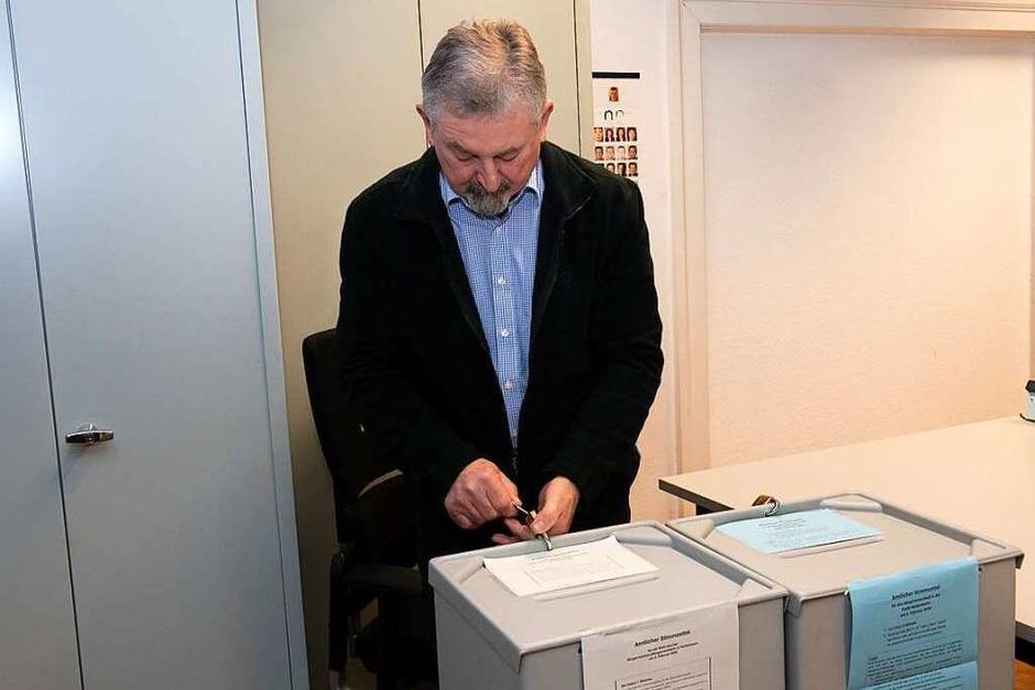 Gespannt warteten am Sonntagabend Bürger, Bürgermeisterkandidaten und Politiker auf das Ergebnis der Abstimmungen. (Foto: Volker Münch)