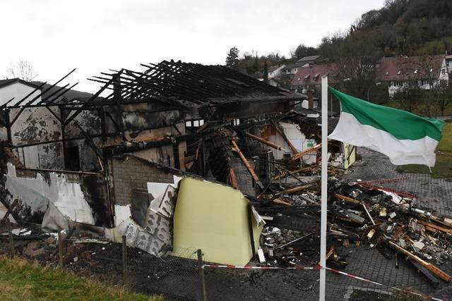 Feuer zerstört Inzlinger Mehrzweckhalle – Sportverein unter Schock