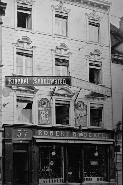 Das frühere Schuhhaus Brockel an der d...den Marken, die es hier zu kaufen gab.  | Foto: Archiv Adelheid Brockel