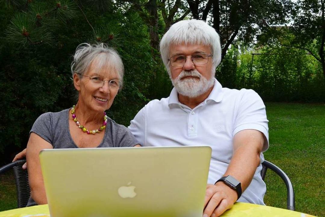Ob im heimischen Garten, im Büro oder ...Internetplattform Seniorentreff aktiv.  | Foto: Nikola Vogt