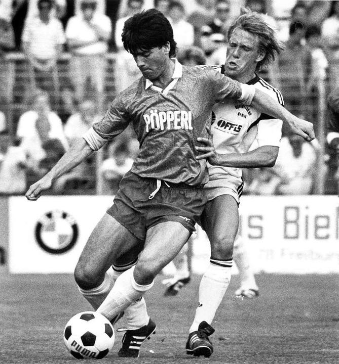 Freiburgs Abwehrspieler Joachim Löw im...iel gegen Blau-Weiß 90 Berlin mit 2:4.  | Foto: Rolf Haid (dpa)