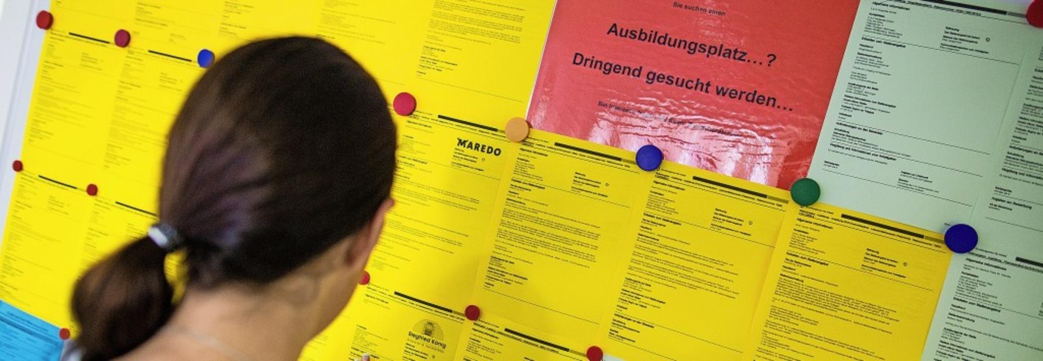 Bei der Arbeitsagentur: Freie Ausbildu...en bleiben manche Bewerber unversorgt.  | Foto: Christoph Schmidt