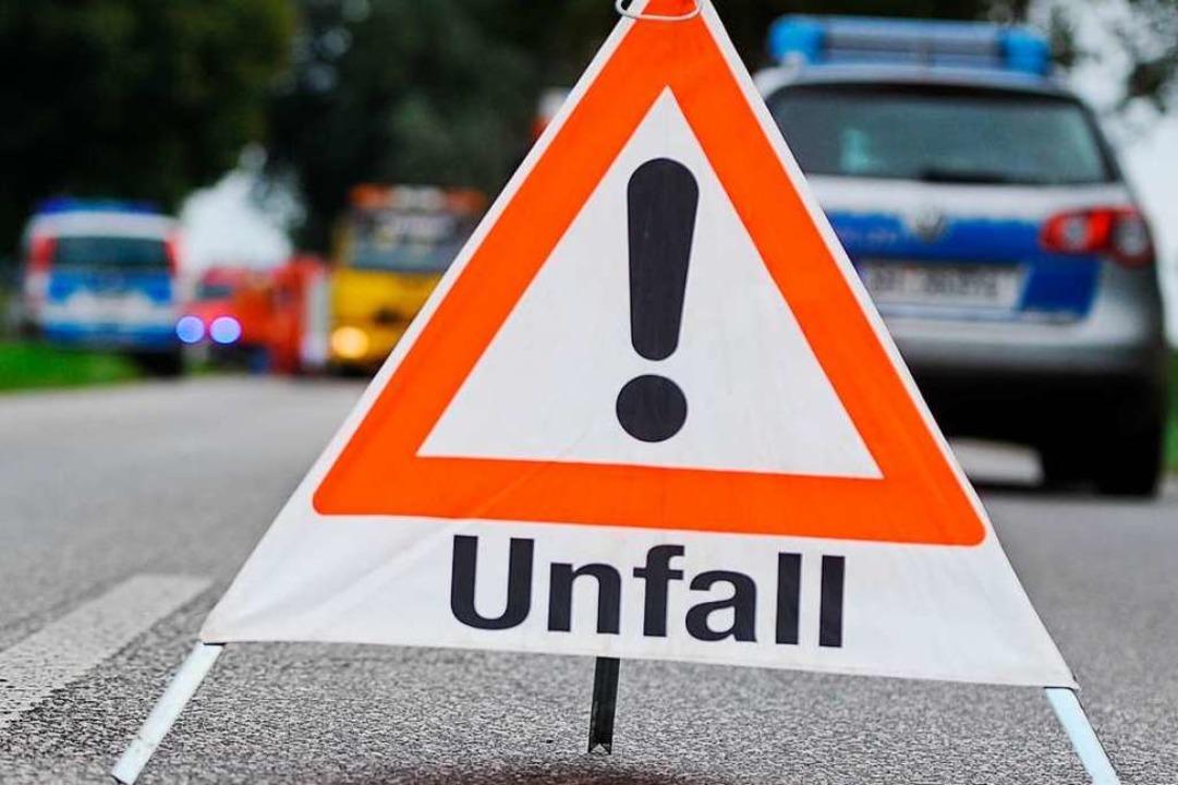 Nach einem Unfall mit vier Verletzten ...rger Westen vollgesperrt (Symbolbild).  | Foto: benjaminnolte  (stock.adobe.com)