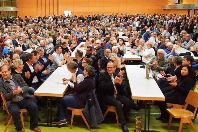Ausgang der Bürgermeisterwahl in Buchenbach überrascht Bürger und Wahlsieger