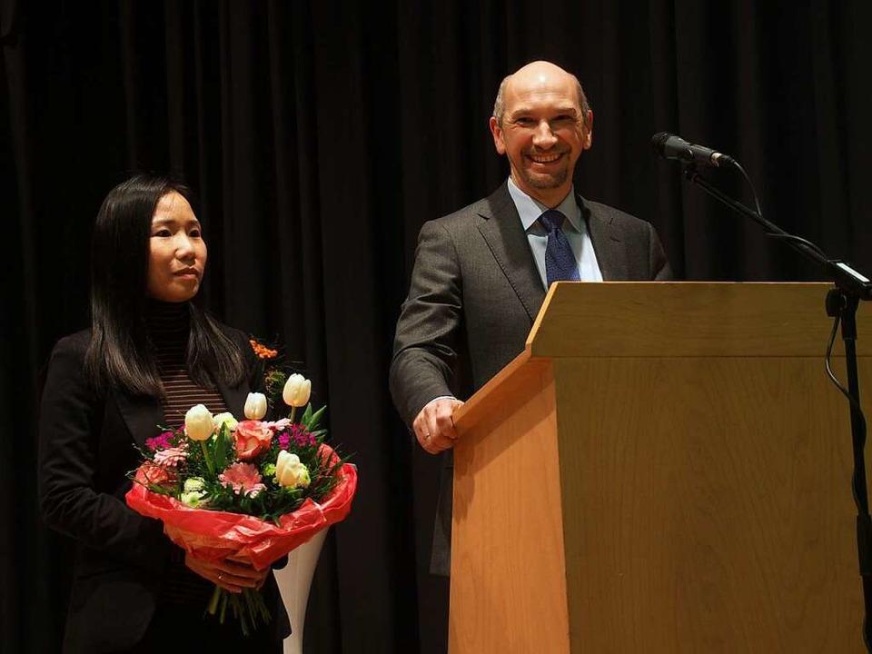 Der künftige Bürgermeister Ralf Kaiser mit seiner Ehefrau Mai.  | Foto: Markus Donner