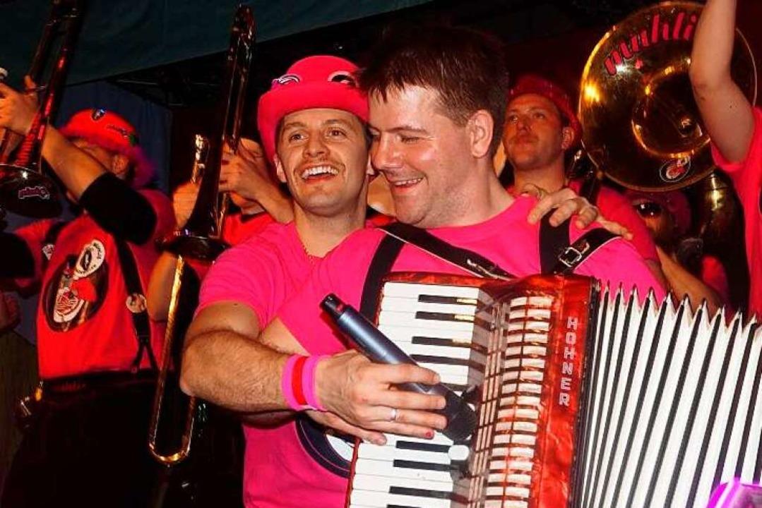 Pink bestimmt neben Schwarz die Farbe der Guggemuhlis aus Badenweiler.  | Foto: Guggemuhlis Privatarchiv