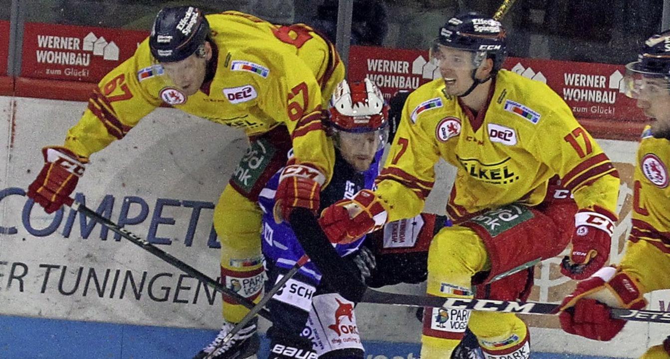Eingekeilt: Mirko Sacher (Mitte) uns s... derzeit nur bedingt konkurrenzfähig.   | Foto: Dieter Reinhardt