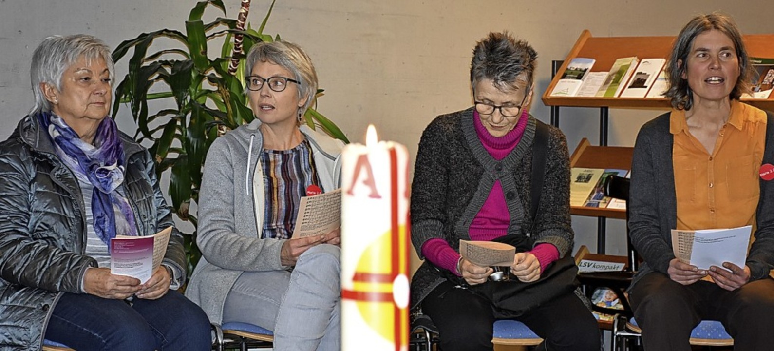 Gedankenaustausch im Pfarrheim   | Foto: Thomas Biniossek
