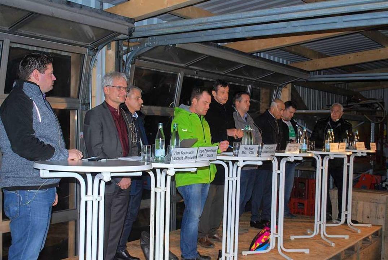 Karlfrieder Fischer, Gerhard Zickenhei...tickelberger (von links) diskutierten.  | Foto: Thomas Loisl Mink