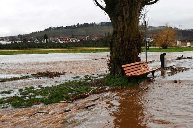 Es regnet und regnet – Schifffahrt auf Rhein wird wohl unterbrochen