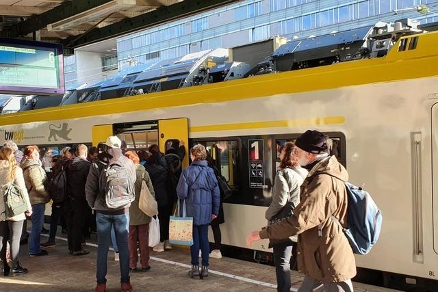 Regionale Verantwortliche fordern Züge mit mehr Türen für die Breisgau-S-Bahn