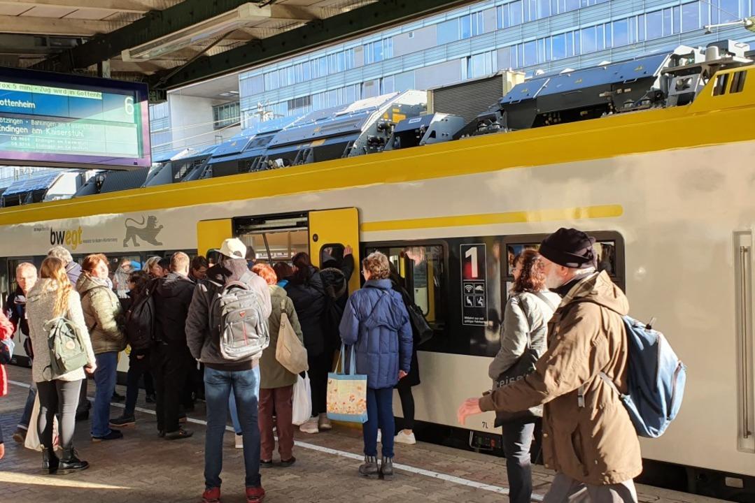 Der Zweckverband Regio-Nahverkehr schl...enn die Züge hätten nicht genug Türen.  | Foto: Sebastian Wolfrum