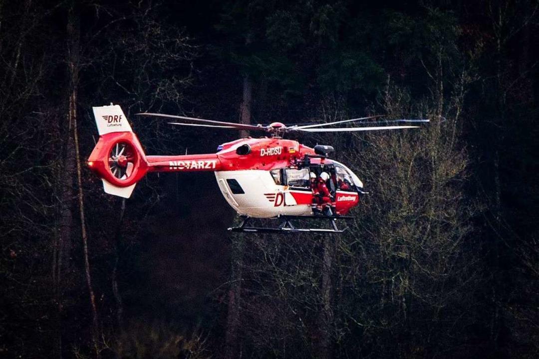 Von einem Hubschrauber wurde ein Helfe...ilt, um den jungen Mann herauszuholen.  | Foto: Freiwillige Feuerwehr Waldkirch