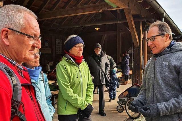 Schallstadter nehmen Kandidat Thomas König beim Vor-Ort-Termin in Beschlag