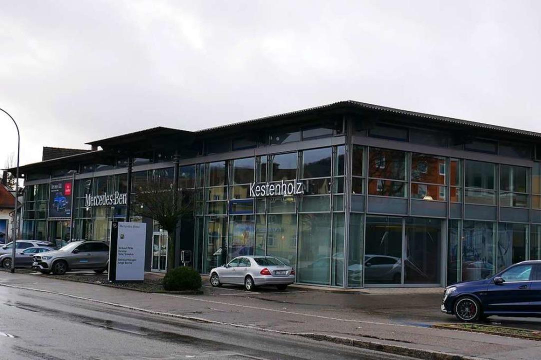 Auf dem Gelände des Mercedes-Händlers ...r der Volksbank Rhein-Wehra entstehen.  | Foto: Michael Gottstein