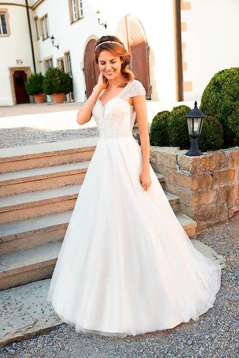 Ein Kleid mit A-Linie ist ideal für kl...lassen (Kleemeier, Preis auf Anfrage).  | Foto: Kleemeier