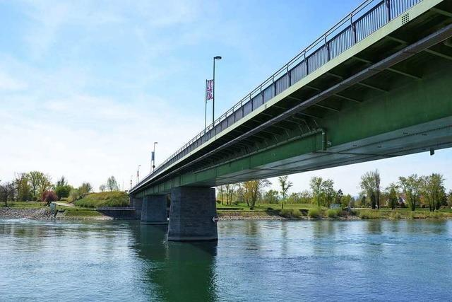 Zwei Männer wollten mit gefälschten Dokumenten über die Breisacher Rheinbrücke