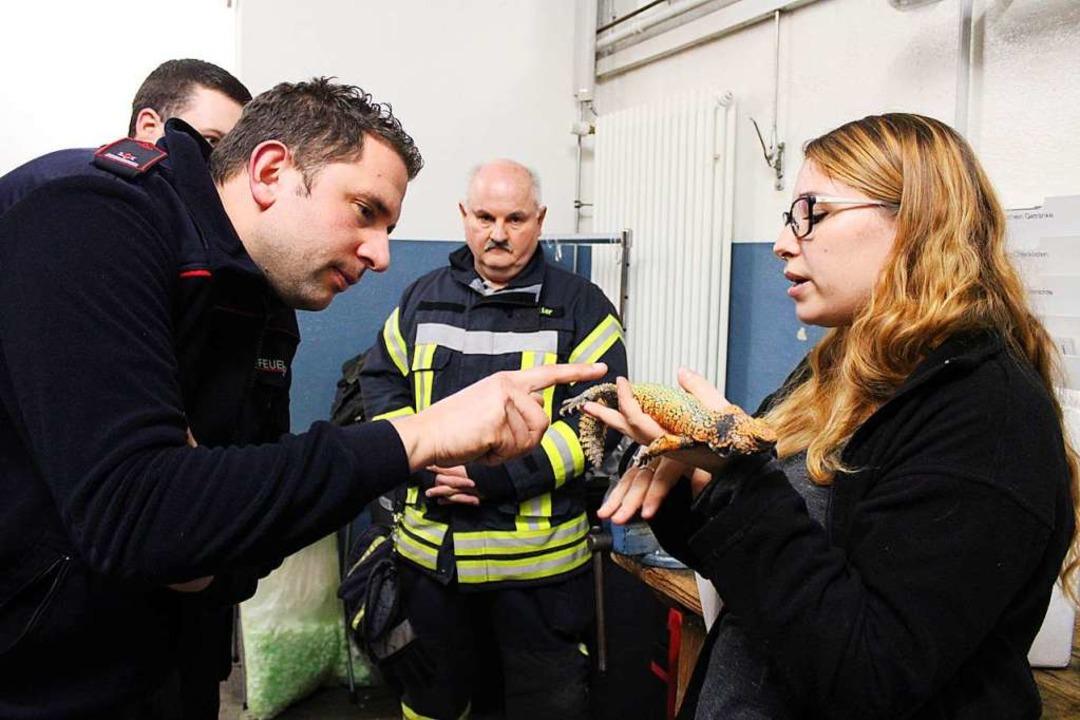 Die  Feuerwehrleute durften verschiede...re kennenlernen und ihnen nahe kommen.  | Foto: Annika Sindlinger