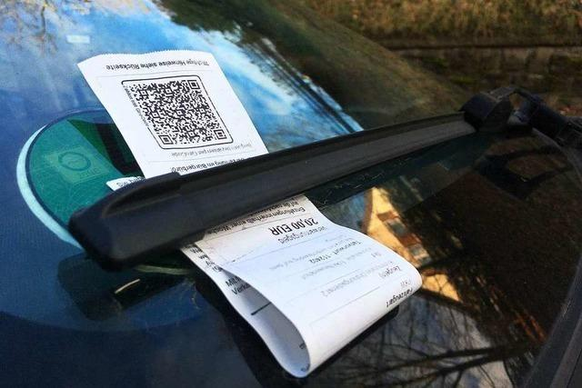 Seit Jahresbeginn hat die Stadt Lahr 600 Strafzettel für Gehwegparker ausgestellt