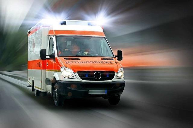 Lieferwagen soll Krankenwagen bedrängt haben