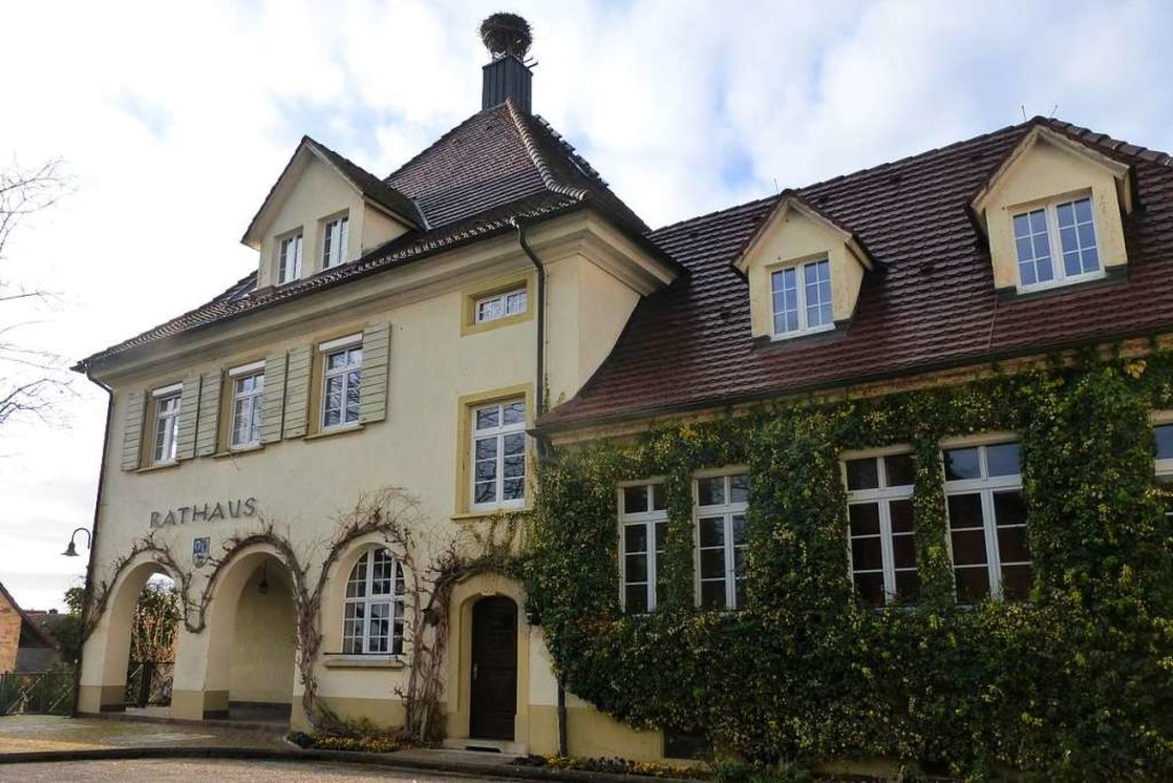 Rathaus in Schallstadt: Insgesamt 4873...chen 8 und 18 Uhr ihre Stimme abgeben.  | Foto: Andrea Gallien