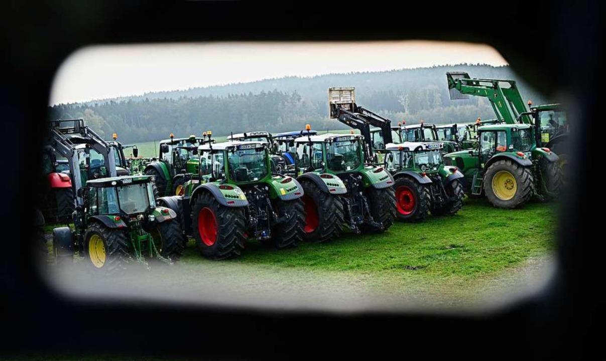 Die Bauern fühlen sich zu Unrecht an d...aben sie zuletzt vermehrt protestiert.  | Foto: Nicolas Armer (dpa)