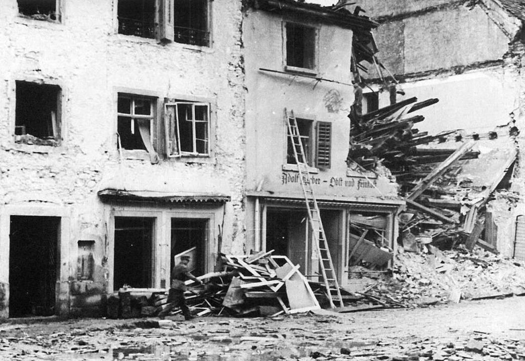 Aufnahmen, die die Folgen des schrecklichen Angriffs zeigen  | Foto: Archiv Schreibwaren Villinger