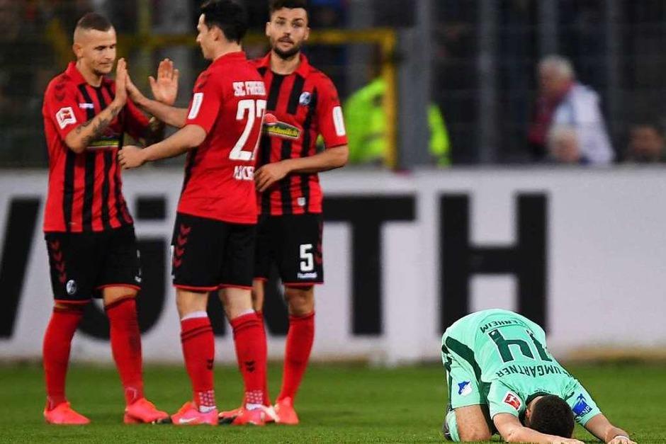 Des einen Freud, des anderen Leid: Freiburg gewinnt gegen Hoffenheim mit 1:0. (Foto: Patrick Seeger (dpa))