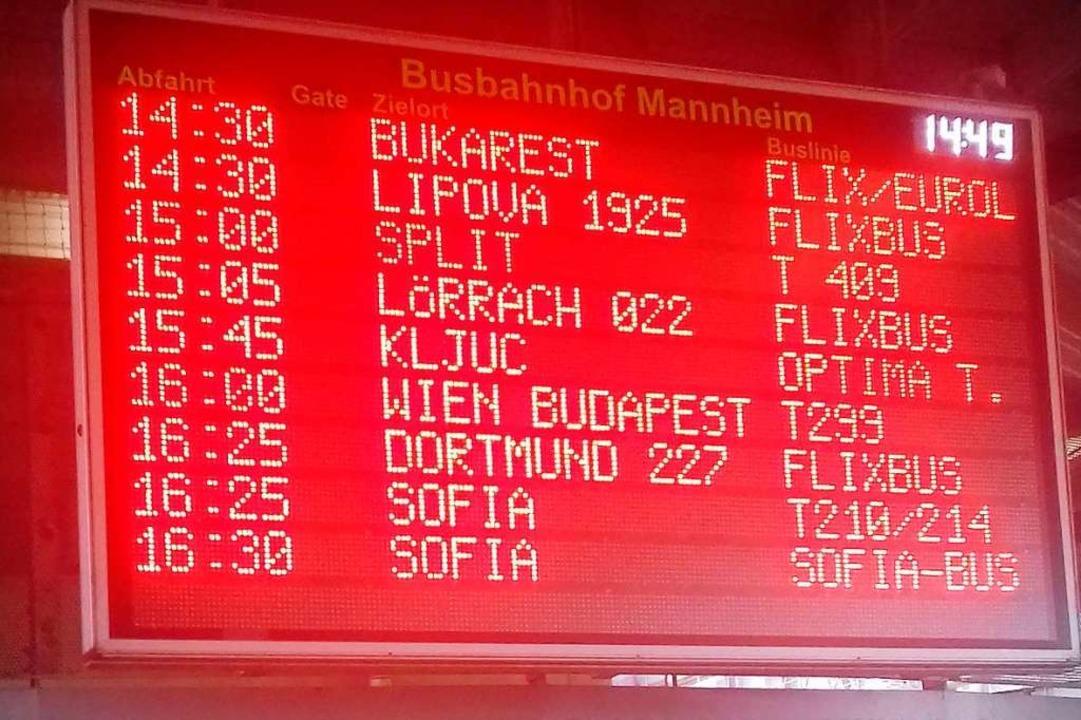 Nachmittags am Mannheimer Busbahnhof: ...n Liniennetze der Anbieter erreichbar.  | Foto: Peter Gerigk