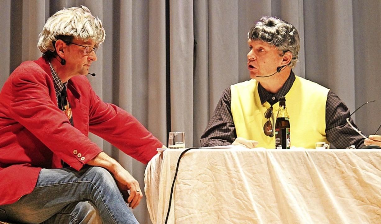 Der Bürgi (Andreas Bernauer) und Peter... (von links) suchen nach einer Lösung.    Foto: Cornelia Liebwein