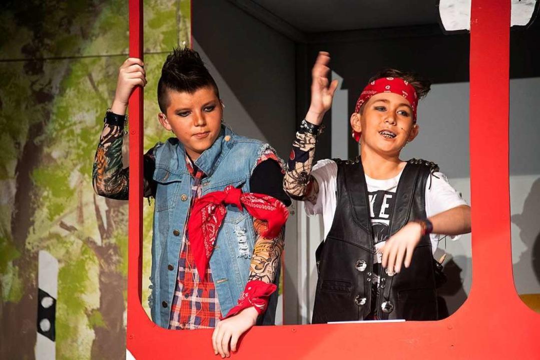 Ben Sänger und Leo Ruh heizten als Roc...n –   besser gesagt im Reisebus.  | Foto: Volker Münch