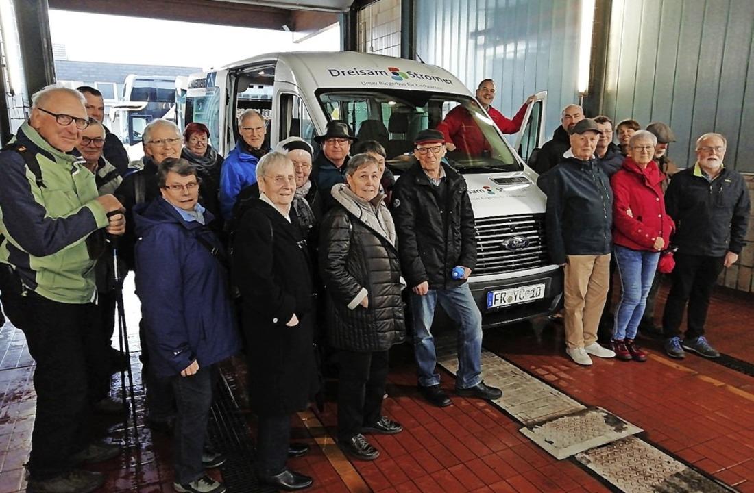 Eine Waldkircher Gruppe besuchte den &...#8220;, den Bürgerbus in Kirchzarten.   | Foto: Udo Wenzl