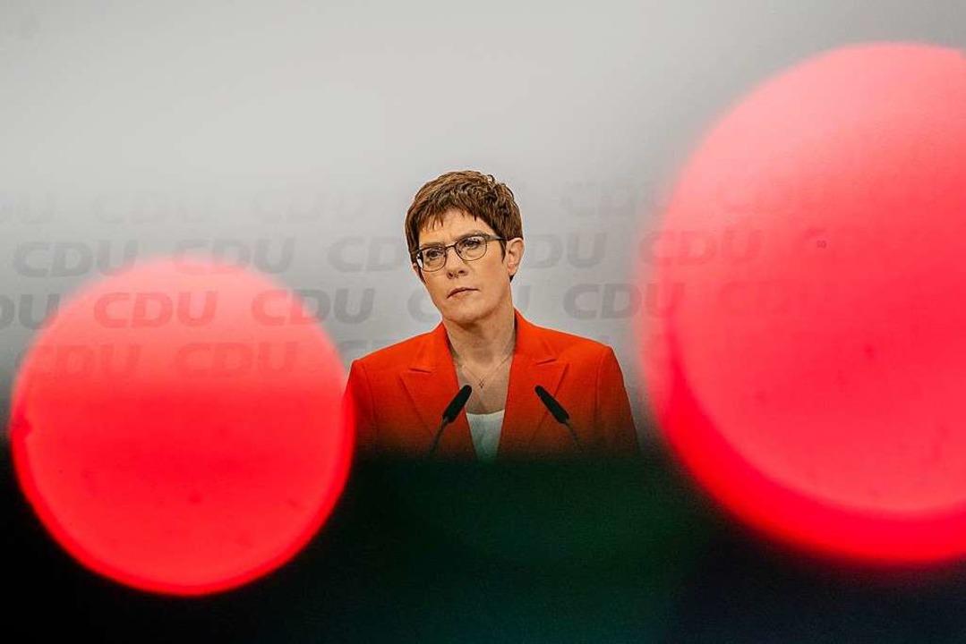 Annegret Kramp-Karrenbauer ist sich  n...ktuelle Situation für ihre Partei ist.  | Foto: Michael Kappeler (dpa)