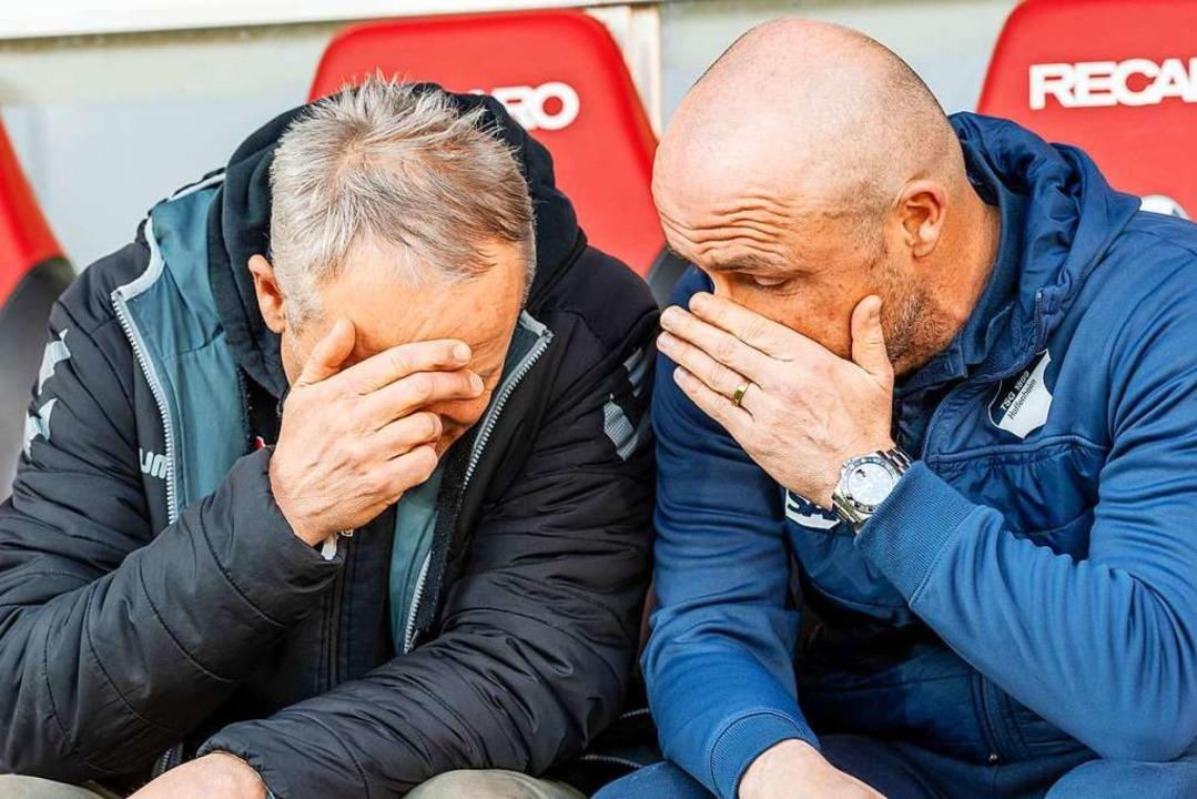 Hatten sich viel zu erzählen: SC-Train...er Hoffenheimer Coach Alfred Schreuder  | Foto: Patrick Seeger (dpa)